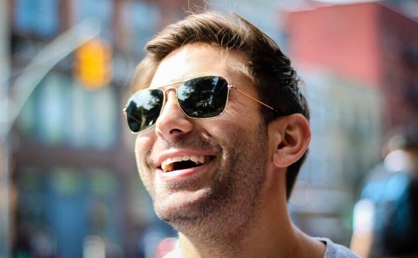 Rir regularmente evita depressão e melhora a saúde do coração