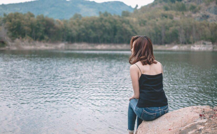 Não é fácil afastar-se de alguém que nos faz sofrer, os motivos são simples